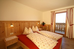 Bedroom with doublebed apartment Ortler