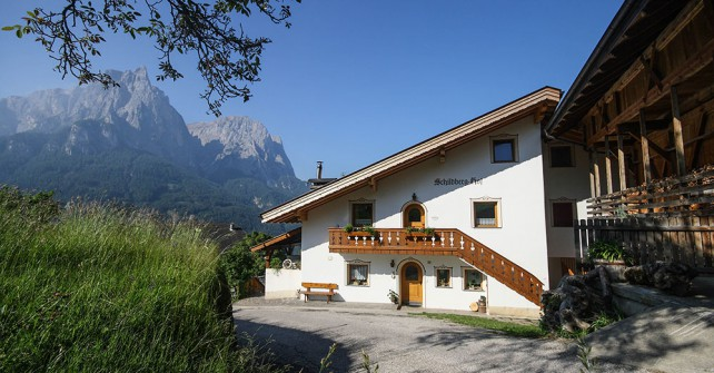 Farm Schildberghof with apartments in the Dolomites