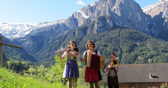 Folkmusik at the Farm Schildberg in South Tyrol